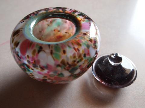 手元供養ガラス骨壷(骨壺)  [花咲く]のイメージ画像02
