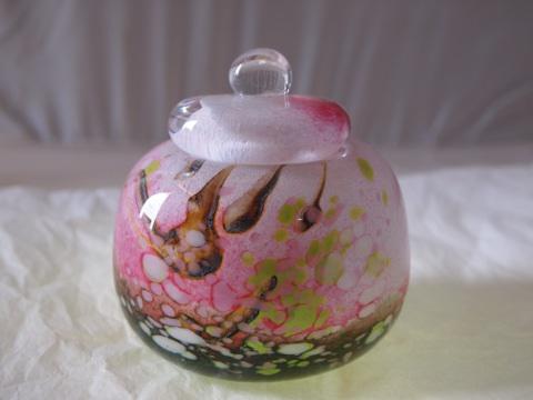 手元供養ガラス骨壷(骨壺)  [桃色の季節]の画像