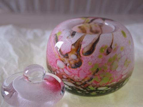 手元供養ガラス骨壷(骨壺)  [桃色の季節]のイメージ画像02