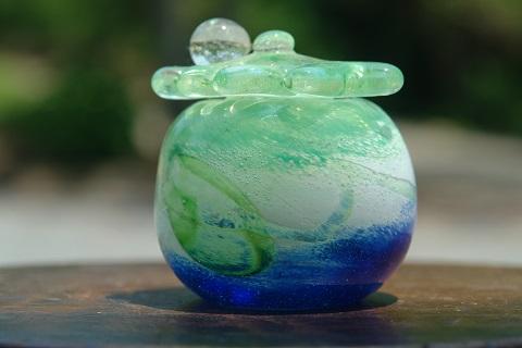 手元供養ガラス骨壷(骨壺)  [雨上がり]の商品画像