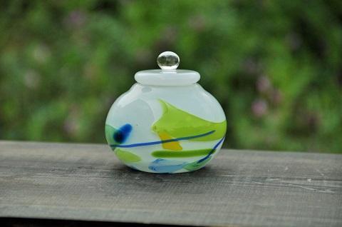手元供養ガラス骨壷(骨壺)  [絵本]の商品画像