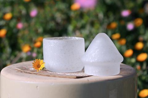 ペット供養ガラス骨壷(骨壺)  [優しい白]のイメージ画像02